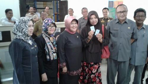 Sidak Ibu Bupati ke Disdukcapil Kabupaten Bogor pada Hari Pertama Masuk Kerja Pasca Lebaran